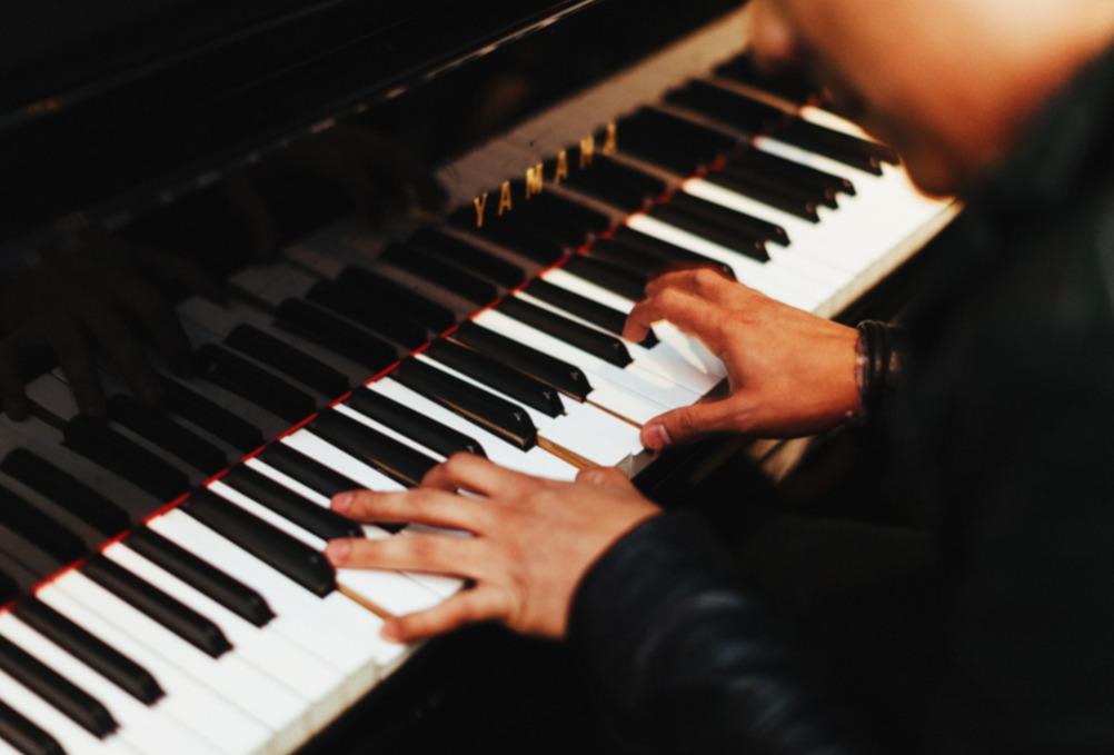Imparare a suonare il pianoforte da adulti: 6 consigli